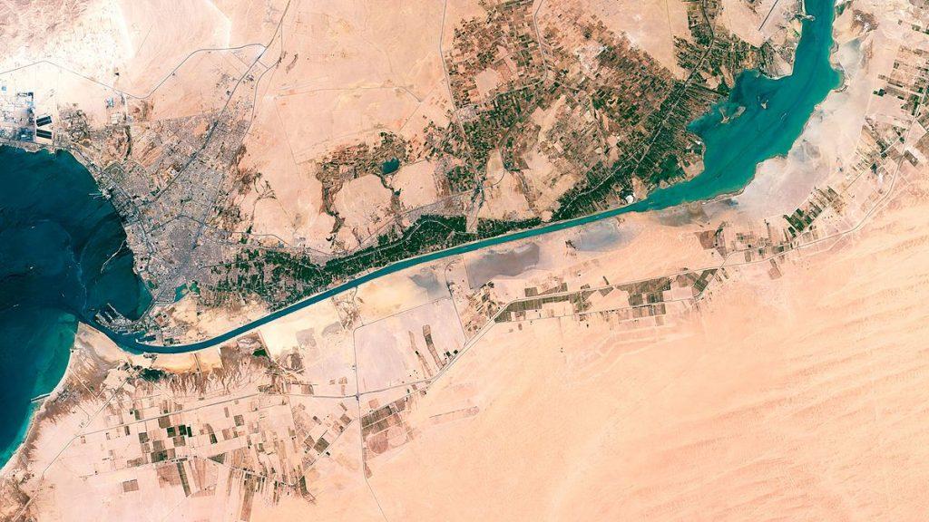 Suez, enlace y cuello de botella entre el Mediterráneo y el Mar Rojo